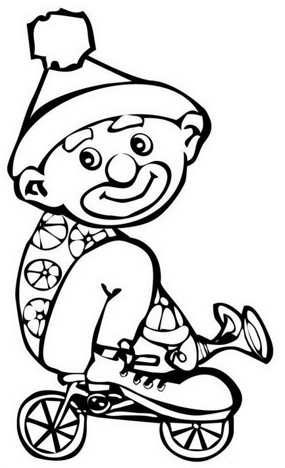 ליצן חמוד המתאים לצביעה לילדים, נוסע על אופניים קטנות ומצפצף בצפצפה להנאתו בנסיעה.